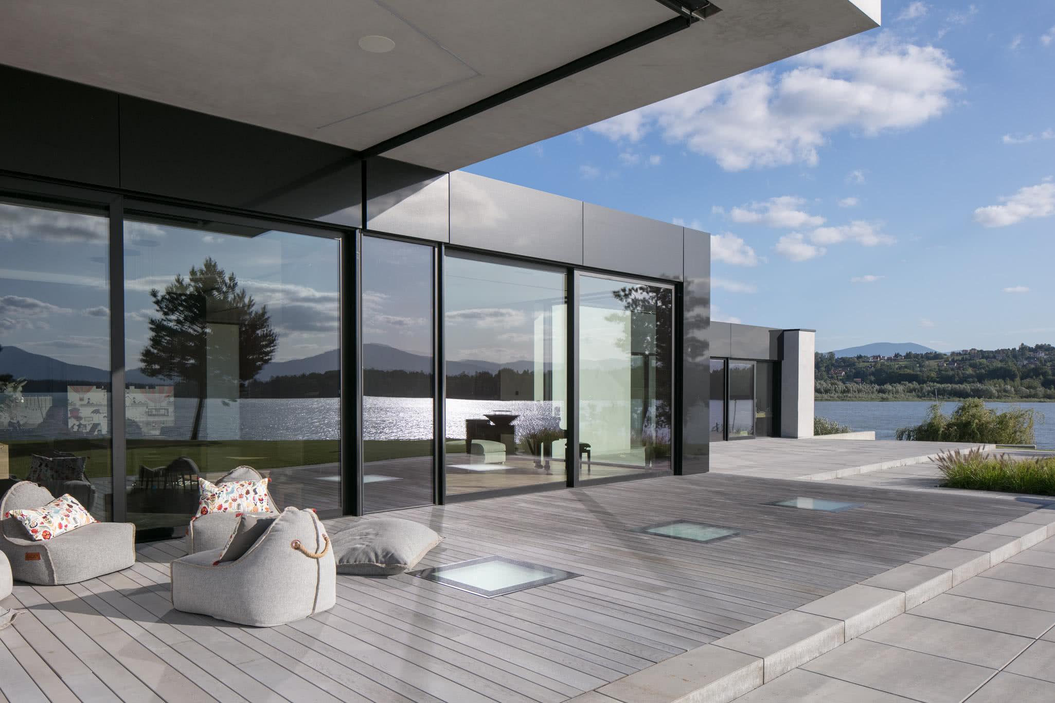 RE: LAKESIDE HOUSE projektu architekta Marcina Tomaszewskiego REFORM Architekt