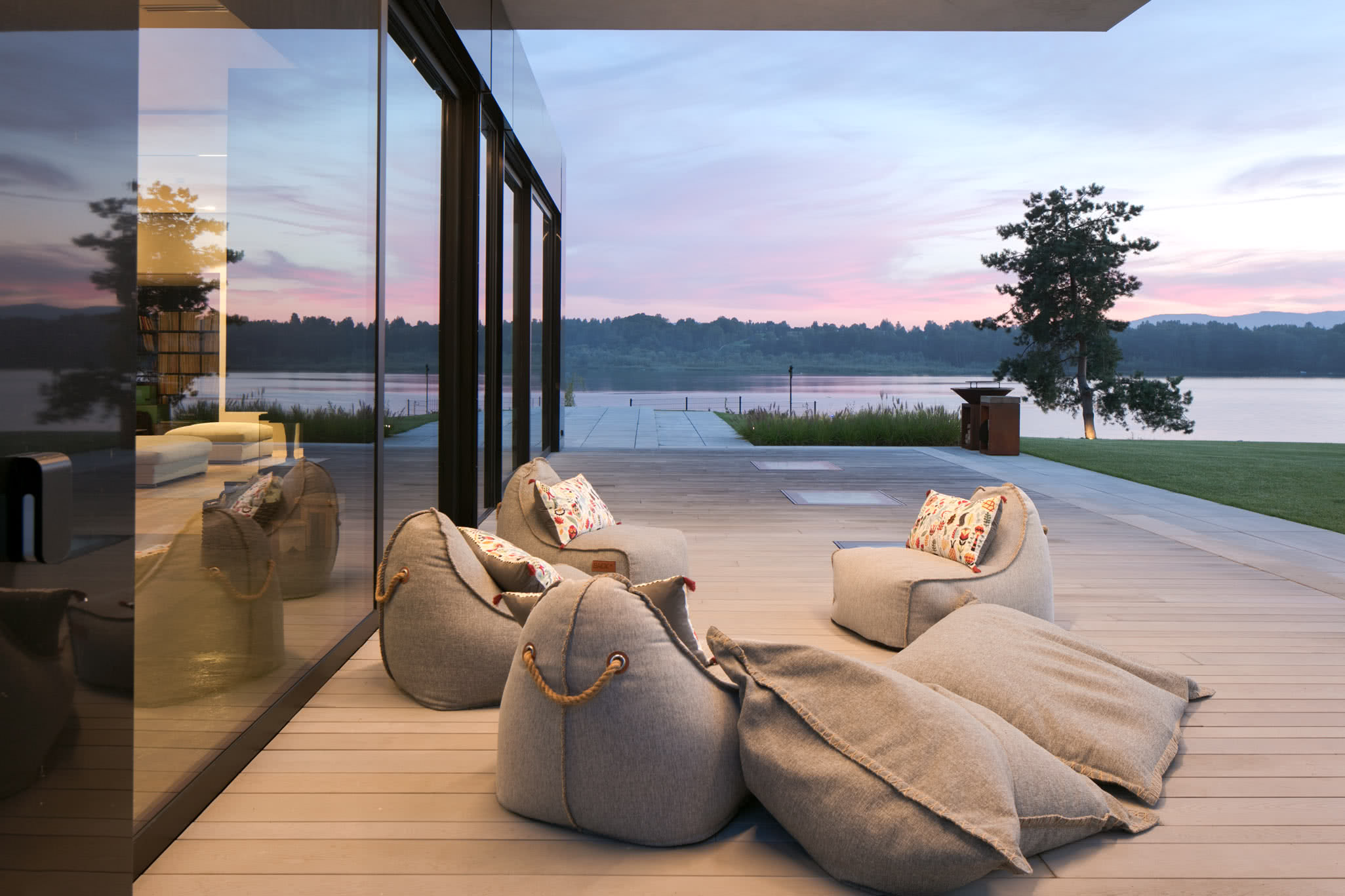 RE: LAKESIDE HOUSE projektu architekta Marcina Tomaszewskiego REFORM Architekt