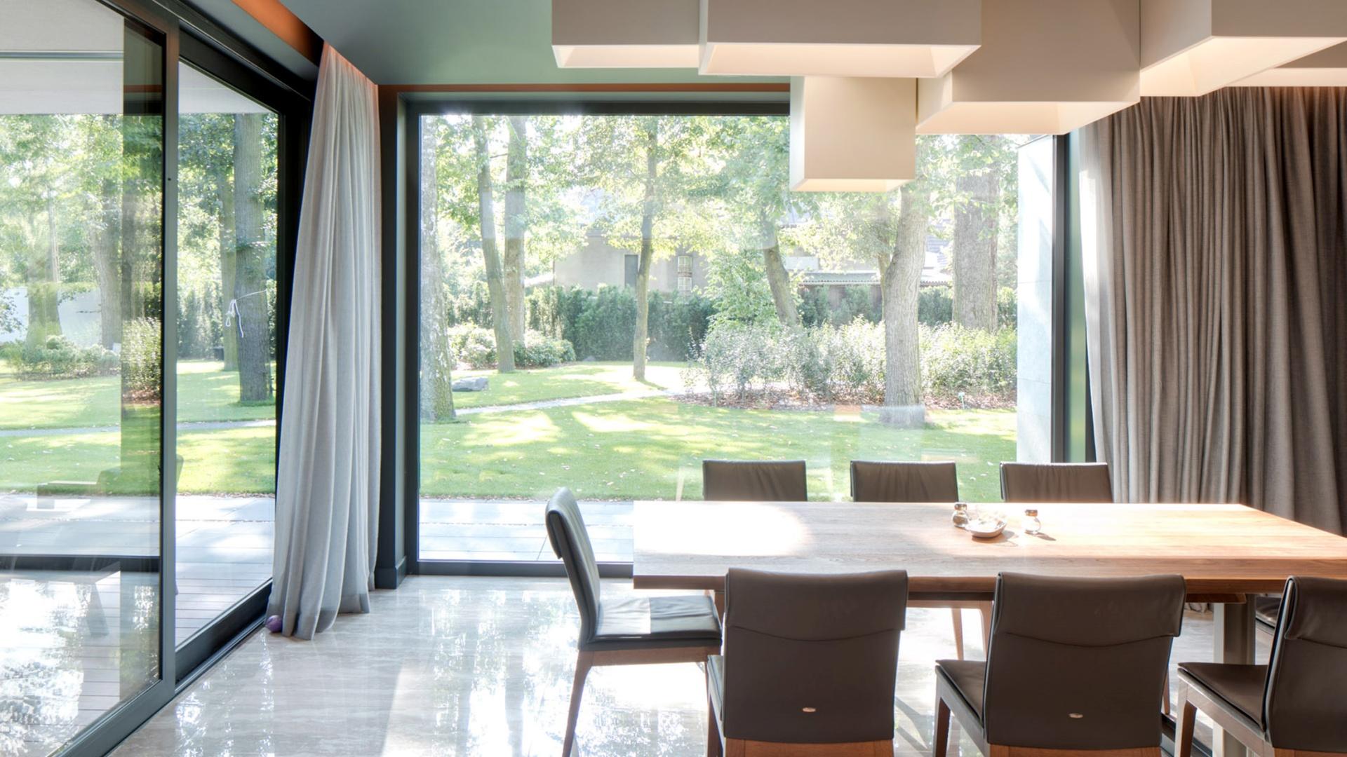 Projekt wnętrz RE: LONG HOUSE projektu architekta Marcina Tomaszewskiego REFORM Architekt